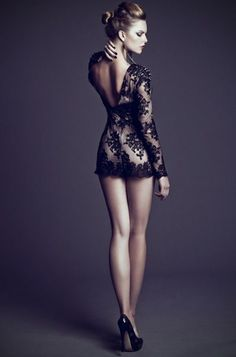 .Un vestido de encaje para una noche llena de romanticismo #Elemendz #Revlon