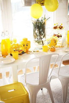 Yellow Lego Heads for Deorations. Maybe spray paint large peanut butter jars? Diy Party, Party Gifts, Party Ideas, Birthday Party Decorations, Birthday Parties, Birthday Ideas, Lego Themed Party, Ninjago Party, Lego Birthday