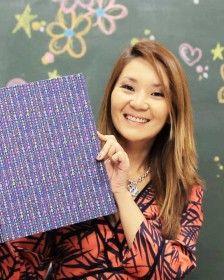 Claudia Wada ensina fichário em cartonagem