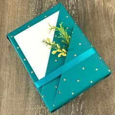 Easy Diy Gifts, Diy Crafts For Gifts, Paper Crafts, Creative Gift Wrapping, Creative Gifts, Diy Gift Wrapping Tutorial, Gift Wraping, Wrapping Gift Baskets, Wrapping Ideas