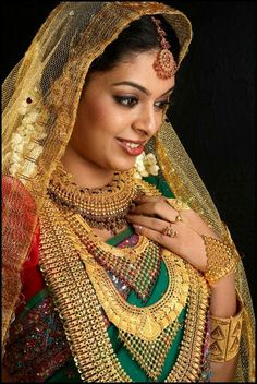 40 Beautiful Women Wearing Heavy Gold Jewelry Stylishwife