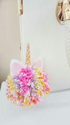 Pompón de unicornio de colores