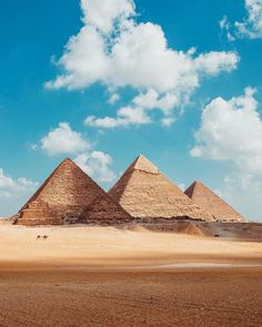 The Great Pyramid of Giza, Gizeh, Egypt Giza Egypt, Pyramids Of Giza, Luxor Egypt, Egypt Art, Egypt Wallpaper, Aliens, Nature Photography, Travel Photography, Great Pyramid Of Giza