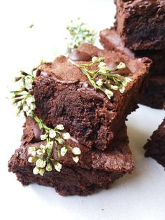 Fudgy Buckwheat Brownies - The Dish On Healthy Raw Dessert Recipes, Gluten Free Desserts, Healthy Desserts, Raw Food Recipes, Just Desserts, Freezer Recipes, Raw Desserts, Flour Recipes, Freezer Cooking