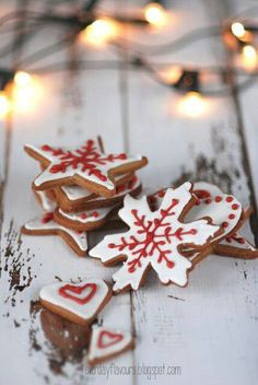 Pepparkakor {Swedish Gingerbread} we can have these hanging with the marshmellows somewhere near the hot chocolate and coffee bar Christmas Sweets, Noel Christmas, Christmas Baking, Winter Christmas, Christmas Cookies, Snowflake Cookies, Gingerbread Cookies, Christmas Wedding, Frosted Cookies
