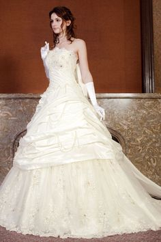 Old-Fashioned Wedding Dresses | beach-theme-wedding-cakes-3