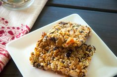 Ditch the store-bought version in favor of these Quinoa Energy Bars! Baking Recipes, Whole Food Recipes, Snack Recipes, Breakfast Recipes, Barre Energie, 16 Bars, Good Food, Yummy Food, Tasty