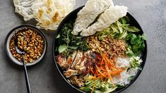 Charred lemongrass chicken spring roll bowls with chunky peanut hoisin dressing Rice Paper Spring Rolls, Spring Roll Pastry, Spring Roll Bowls, Chicken Spring Rolls, Fried Shallots, Most Popular Recipes, Favorite Recipes, Hoisin Sauce, Chopped Salad