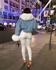 21 Bold Blue Makeup Looks Dark Jeans, Sexy Jeans, Jean Sexy, Cute Jackets, Denim Jackets, Winter Fashion Outfits, Fashion Hair, Fashion Beauty, White Pants