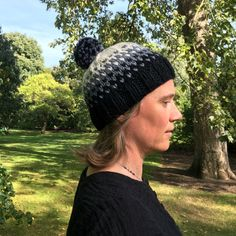 Chunky knitted pompom hat in wool and alpaca. Handmade wool and alpaca hat. Chunky knitted pompom hat in wool and alpaca. Handmade wool and alpaca hat. Hand Knitting, Knitting Patterns, Chunky Yarn, Pom Pom Hat, Snug, Black And Grey, Wool, Hats, Crochet