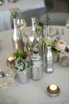table decoration wedding homemade old bottles silver spray paint - Upcycled Crafts Spray Painted Bottles, Silver Spray Paint, Painted Jars, Metallic Paint, Gold Spray, Table Decoration Wedding, Wedding Reception Centerpieces, Wedding Table, Wedding Ideas
