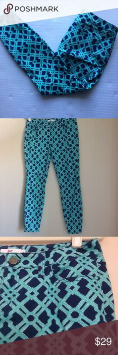 Vineyard Vines Patterned Jeans in Navy and Green The perfect pair of Patterned jeans! Wear for a fun pop of color with a neutral top! Excellent used condition, purchased at a VV outlet. Jeans Skinny