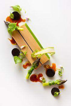 Foie gras terrine with green asparagus miners lettuce and black truffles by chef Daniel Humm Francesco Tonelli Food Design, Modernist Cuisine, Plate Presentation, Molecular Gastronomy, Edible Art, Culinary Arts, Creative Food, Food Plating, Gourmet Recipes