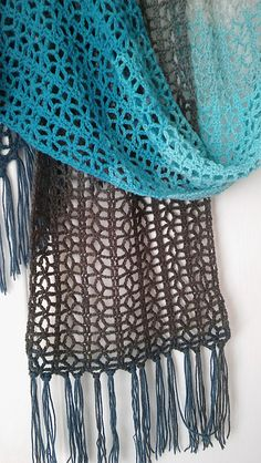 A light and pretty lace scarf which uses one cake of Sirdar Colourwheel or approximately 520m of DK weight yarn.
