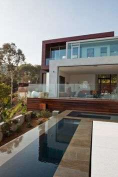 Dream Home : Sunset Plaza Residence by Assembledge+