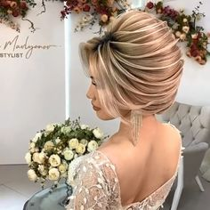 Such a pretty updo that doesn't get boring! 😍😍 Such a pretty updo that doesn't get boring! Hairdo For Long Hair, Bun Hairstyles For Long Hair, Bride Hairstyles, Messy Hairstyle, Latest Hairstyles, Bridal Hair Buns, Bridal Hairdo, Prom Updo, Hairstyle Wedding
