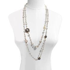Jade Jewelry, Crystal Jewelry, Boho Jewelry, Jewelry Design, Jewlery, Puzzle Jewelry, Black And White Roses, Flower Girl Jewelry, Beaded Necklace