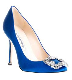 Manolo Blahnik Something Blue Satin Pump Will get married in the same shoes as Carrie Bradshaw :) LOVE Satin Wedding Shoes, Wedding Pumps, Bridal Shoes, Dream Shoes, Crazy Shoes, Me Too Shoes, Pump Shoes, Shoe Boots, Shoes Heels