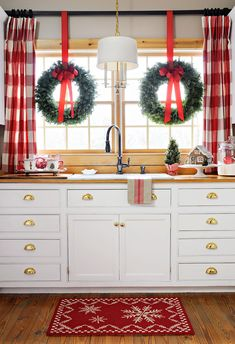 Are you searching for ideas for farmhouse christmas decor? Check this out for very best farmhouse christmas decor inspiration. This farmhouse christmas decor ideas will look absolutely fantastic. Hanging Christmas Lights, Diy Christmas Tree, All Things Christmas, Christmas Holidays, White Christmas, Christmas Print, Christmas Kitchen Decorations, Xmas Decorations, Christmas Wreaths
