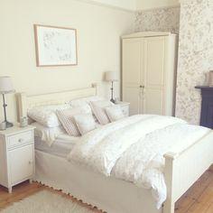 Buongiorno…    Oggi vi lascio le immagini di un romanticissimo cottage nelle vicinanze di Londra, un'amore…              ...
