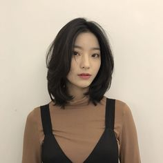 saerom shared by Carla on We Heart It Kpop Short Hair, Korean Short Hair, Korean Haircut, Medium Short Hair, Girl Short Hair, Medium Hair Cuts, Short Hair Cuts, Medium Hair Styles, Long Hair Styles