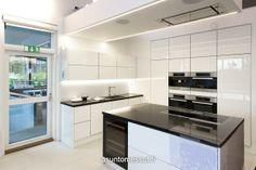 tuuletin katossa!  keittiömaailman keittiö http://www.asuntomessut.fi/hyvinkaa-2013/lammi-kivitalo-validus-motus Lammi-Kivitalo Validus Motus - Keittiö