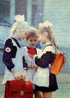 Советские школьницы. Soviet school girls.