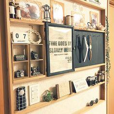 canmilmamaさんのOn Walls ダイソー 100均 DIY セリア フェイクグリーン カフェ風インテリア 瓶リメイク 男前も可愛いも好き シェルフDIY セリアDIY ほぼ100均 時計ディスプレイ インターフォンカバーDIY モニター当選 サンコー 吸着壁に貼るフォトフレームに関する部屋写真