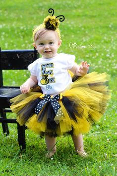 bumble bee tutu Baby Tutu bee birthday Photo by ChicSomethings SO CUTE! Love the tutu :) Baby Girl Bows, Baby Tutu, Girls Bows, My Baby Girl, Bee Halloween Costume, First Birthday Parties, Girl Birthday, Birthday Tutu, Bumble Bee Birthday