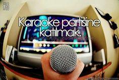 Karaoke partisine katılmak.