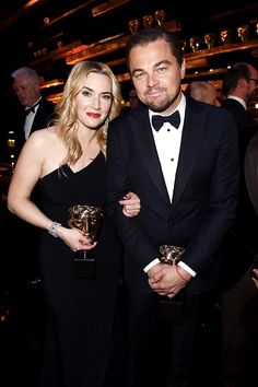 A night of Titanic proportions: Leonardo DiCaprio and Kate Winslet reunited at the 2016 BAFTAs on Sunday Leonardo Dicaprio Kate Winslet, Kate Winslet And Leonardo, Young Leonardo Dicaprio, Outfits Casual, Mode Outfits, Johnny Depp, Bafta 2016, Leo And Kate, Couples