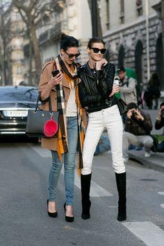 Photos of off-duty models at Paris Fashion Week - Street Style Model Street Style, Fashion Pants, Net Fashion, Models Off Duty, Travel Style, White Jeans, Celebrity Style, Street Wear, Celebrities