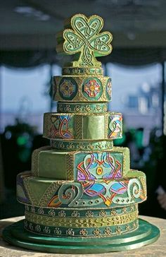 Intricate celtic knot pattern cake!  Where oh where was this when I was planning my wedding.  So gorgeous!!!!!