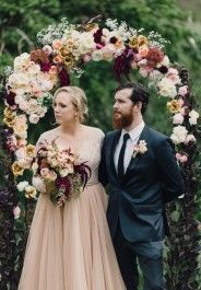 colours (bouquet and altar) Gold Wedding Theme, Wedding Bells, Floral Wedding, Fall Wedding, Wedding Ceremony, Autumn Weddings, Wedding Flowers, Bridal Gowns, Wedding Dresses