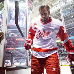 Detroit Red Wings Henrik Zetterberg Detroit Hockey, Detroit Rock City, Detroit Sports, Detroit Michigan, Hockey Goalie, Hockey Teams, Ice Hockey, Hockey Rules, Hockey Stuff
