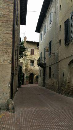 Volterra toscana street history midle age