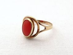 Vintage Natural Red Coral & 14K Yellow Gold Ring - Size 8 3/4 - 18.7 mm - Coral Jewellery at VintageArtAndCraft