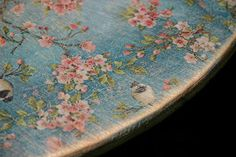 decoupaging wood with floral napkins - Top Paper Crafts Decopage Furniture, Decoupage Wood, Napkin Decoupage, Furniture Projects, Furniture Makeover, Painted Furniture, Diy Furniture, Diy Decoupage Table Top, Decoupage Ideas