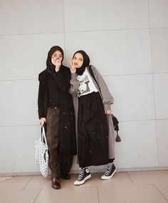 ZAFUL offers a wide selection of trendy fashion style women's clothing. Modern Hijab Fashion, Street Hijab Fashion, Hijab Fashion Inspiration, Muslim Fashion, Modest Fashion, Look Fashion, Fashion Outfits, Fashion Trends, Hijab Style