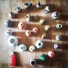 Miniature in ceramica #claylart #claudiaaltavilla #handmadeinitaly #miniaturepottery #miniature #tiny #tinypottery #instamini #3d #terracotta #maiolica #scultura #brocca #wheeltrown #maiolica #tornio #vasi #vaso #vessel #anfore #italianstyle