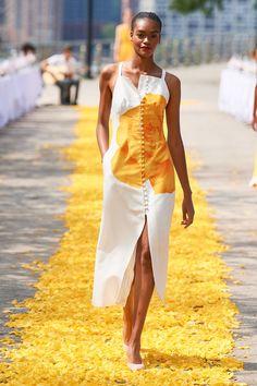 Lela Rose Spring Summer 2020 fashion show at New York Fashion Week NYFW (September Vogue Fashion, Fashion 2020, High Fashion, Fashion Show, Fashion Outfits, Fashion Design, Fashion Trends, Fashion Poses, Fashion Editorials