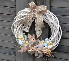 Easter Wreaths Decorations Ideas Creating a Fabulous Easter Wreath Easter Wreaths Decorations Ideas. Easter is a wonderful time for celebration. Easter Wreaths, Holiday Wreaths, Easter Flower Arrangements, Diy Easter Decorations, Diy Wreath, Wreath Ideas, Spring Crafts, Easter Crafts, Diy And Crafts