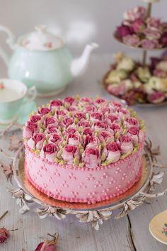 """Feed me roses"" – vanilla & strawberry shortcake | CulinaryDots"