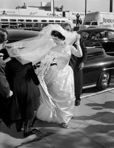Elizabeth Taylor's First Wedding Dress Fetches Nearly Quarter-Million at Auction, Is Not Available at Kleinfeld | Vanity Fair