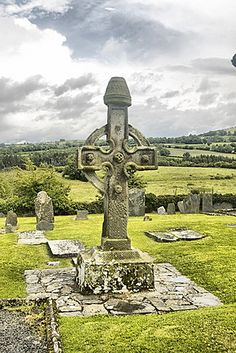 (The Celtic cross, also known as the Irish high cross, can be found in Ireland, Wales and Scotland.) i have one a foot high! Love Ireland, Ireland Travel, Alexandre Le Grand, Irish Pride, Irish Roots, Irish Celtic, Irish Eyes, Emerald Isle, Connemara