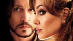cotibluemos: Angelina Jolie consolada por su amigo Johnny Depp