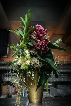 Artist: Timo Bolte – World of Flowers Hotel Flowers, Tall Flowers, Church Flowers, Large Flower Arrangements, Vase Arrangements, Floral Centerpieces, Ikebana, Corporate Flowers, Flower Stands