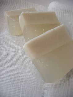 One of the desserts I grew up with is coconut jello. I love its two layers: the top, less dense coconut milk and the bottom, clear agar. I think coconut jello is more of a Burmese than Chinese...