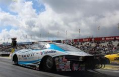 Rookie Tanner Gray and father Shane  swap cars before Phoenix NHRA drag race