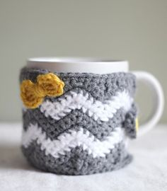 Ravelry: Caffeinated Chevrons - Cup Cozy, Mug Cozy, & Mug Rug pattern by Lindsey Carr Crochet Coffee Cozy, Crochet Cozy, Crochet Gifts, Cute Crochet, Coffee Cup Cozy, Crotchet, Chevrons Au Crochet, Coffee Cozy Pattern, Coffee Sleeve